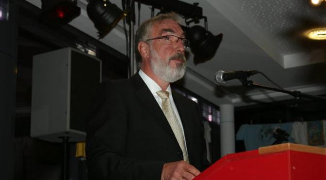 Axel Krüger am Mikrofon